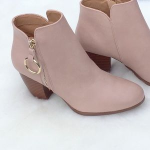 🍁 Nude Ankle Bootie Gold Ring Zipper Accent